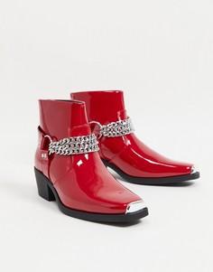 Красные лакированные ботинки челси в стиле вестерн на кубинском каблуке с серебристой цепочкой ASOS DESIGN-Красный