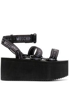 Moschino сандалии на платформе с логотипом