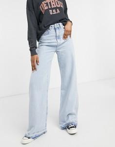 Светло-голубые джинсы с очень широкими штанинами в стиле 90-х Stradivarius-Голубой