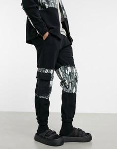 Черные зауженные джоггеры из теплого флиса с абстрактными камуфляжными вставками и карманами в утилитарном стиле ASOS DESIGN-Черный цвет