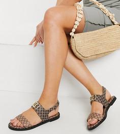 Коричневые сандалии с монограммным принтом для широкой стопы River Island Wide Fit-Коричневый цвет