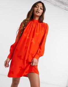 Красное атласное платье А-силуэта с присборенной отделкой River Island-Красный