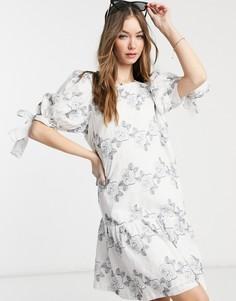 Белое платье мини с пышными рукавами иголубой вышивкой Selected Femme-Белый