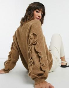 Коричневый джемпер с V-образным вырезом и оборками на рукавах Selected Femme-Коричневый цвет