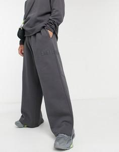 Плотные широкие джоггеры с вышивкой от комплекта ASOS DESIGN-Черный цвет