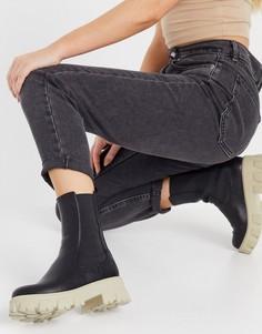 Черные ботинки на массивной подошве контрастного бежевого цвета NA-KD-Многоцветный