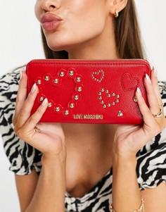 Красный удлиненный кошелек сдекоративными заклепками вформе сердечка Love Moschino