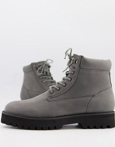 Серые ботинки из искусственной замши на шнуровке с мягкими манжетами ASOS DESIGN-Серый