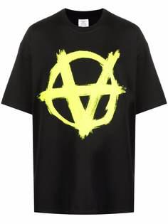 VETEMENTS футболка с принтом Inverted Anarchy