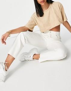 Укороченные прямые джинсы белого цвета из органического хлопка с присборенной талией Bershka-Белый