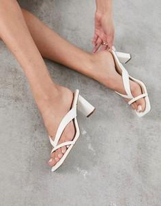 Белые босоножки на каблуке с перемычкой между пальцами ALDO Loretta-Белый