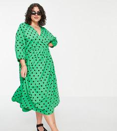Зеленое платье миди с присборенной талией в черный горошек с запахом на лифе ASOS DESIGN Curve-Зеленый цвет
