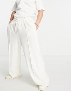 Велюровые джоггеры цвета экрю с широкими штанинами и защипами (от комплекта) ASOS DESIGN-Белый