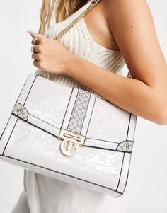 Серая лакированная сумка на плечо с тиснением и монограммой River Island-Серый