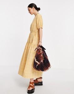 Приталенное платье макси в мелкую клетку светло-коричневого цвета с расклешенной юбкой Y.A.S-Коричневый цвет