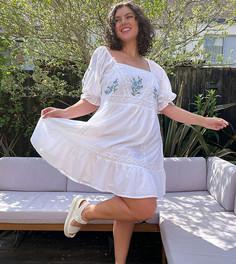 Белое платье мини с присборенной юбкой, вышивкой и кружевной вставкой ASOS DESIGN Curve-Белый