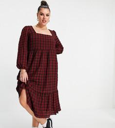 Платье миди из жатого материала в красную клетку с присборенной юбкой и квадратным вырезом New Look Curve-Красный