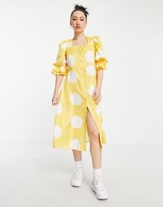 Желтое платье миди с квадратным вырезом, объемными рукавами и белым пятнистым принтом Vero Moda-Многоцветный