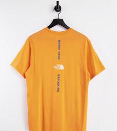 Оранжевая футболка с вертикальным принтом The North Face – эксклюзивно для ASOS-Оранжевый цвет