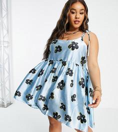 Эксклюзивное платье мини голубого цвета на бретельках, с присборенной юбкой и цветочным принтом COLLUSION Plus-Голубой