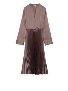 Плиссированное атласное платье Arket