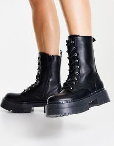 Черные ботинки на шнуровке с фактурной подошвой NA-KD-Черный цвет
