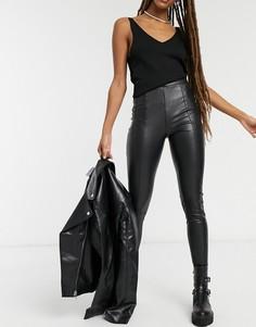 Черные зауженные брюки из искусственной кожи Topshop-Черный цвет