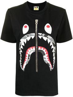 A BATHING APE® футболка Shark с камуфляжным принтом Bape