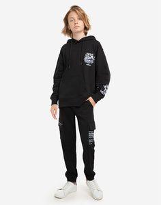 Чёрные спортивные брюки с принтом и карманами-карго для мальчика Gloria Jeans