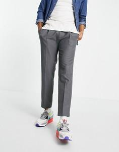 Серые суженные книзу брюки со складками Topman-Серый