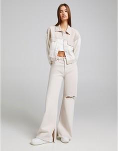 Бежевые джинсы с широкими штанинами и разрывом на колене Bershka-Светло-бежевый цвет