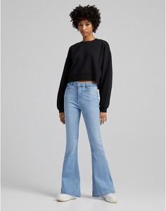 Светло-бежевые расклешенные джинсы в стиле 90-х Bershka-Голубой