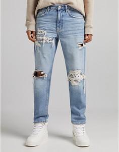 Голубые джинсы в стиле 90-х с рваной отделкой и заплатками в цветочном стиле Bershka-Голубой