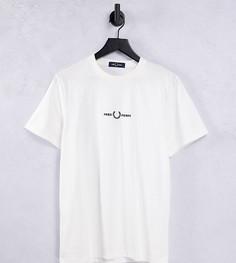 Белая футболка с вышитым логотипом Fred Perry –эксклюзивно для ASOS-Белый