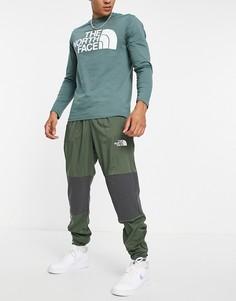 Джоггеры цвета хаки The North Face Mountain Athletic-Зеленый цвет