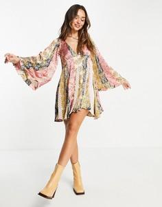 Платье мини с комбинированным принтом в стиле 70-х, свободной юбкой годе и расклешенными рукавами ASOS DESIGN-Разноцветный