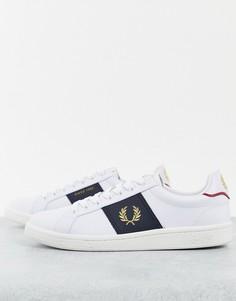 Белые кожаные кроссовки с темно-синей боковой вставкой Fred Perry B721-Белый