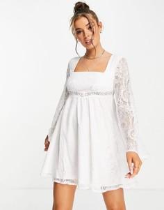 Кружевное платье мини цвета слоновой кости с расклешенными рукавами и квадратным вырезом Love Triangle-Белый