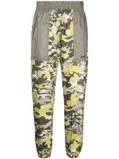 Nike спортивные брюки с цветочным принтом