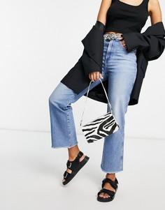 Умеренно-выбеленные джинсы в винтажном стиле с укороченными штанинами и необработанным краем Wrangler-Голубой