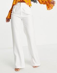 Широкие классические брюки белого цвета In The Style x Naomi Genes-Белый