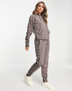 Темно-серые джоггеры с фирменной лентой по бокам Nike-Серый