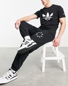Черные джоггеры с крупным логотипом adidas Originals adicolor-Черный цвет
