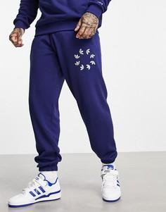 Темно-синие джоггеры с крупным логотипом adidas Originals adicolor-Темно-синий
